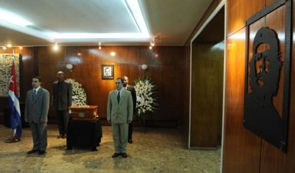 """""""En Cuba, en 1976, no podíamos comprender ni creer que desaparecieran nuestros diplomáticos"""", señaló el embajador Lamadrid Mascaró. """"Luego supimos que Crescencio, que fue el primer funcionario diplomático desaparecido, fue víctima del Plan Condor pergeniado por las dictaduras que gobernaban en muchos países de nuestra América Latina"""", agregó."""
