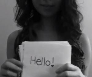 Fotograma del corto subido a Youtube por Amanda Todd, un mes antes de quitarse la vida.