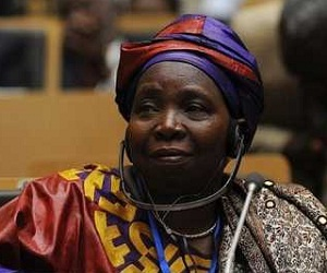 La surafricana Nkosazana Dlamini-Zuma fue investida hoy como presidenta de la Comisión de la Unión Africana (UA), primera mujer en ocupar ese cargo desde el establecimiento de las bases de la organización en 1963.