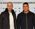 Zinedine Zidane, actual DT del Real Madrid, y Ronaldo Luís Nazário de Lima, quien acaba de ingresar al salón de la fama.