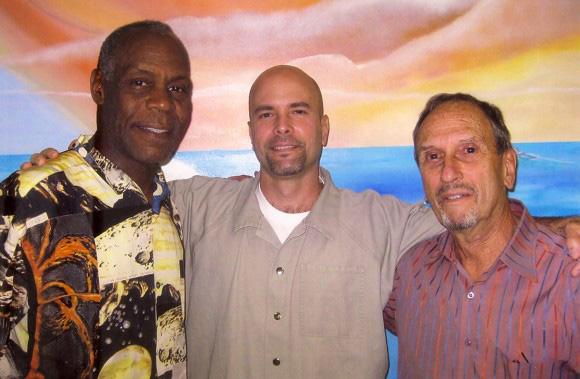 Saul Landau junto al acto Danny Glover hizo frecuentes visitas al antiterrorista cubano gerardo Hernández