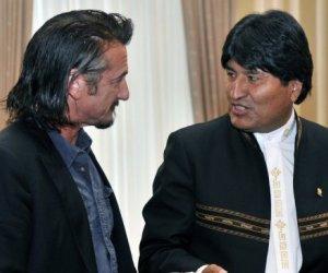 Sean Penn participa en vigilia por la salud de Chávez en Bolivia