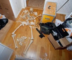 El esqueleto humano con el que mantuvo relaciones. Foto: AFP.