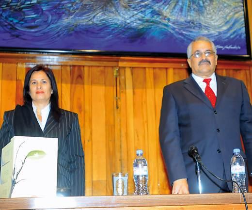 Katiuska Blanco, autora del libro, y el embajador de Cuba en México, Dagoberto Ramírez Barrera. Foto: Omar Flores.