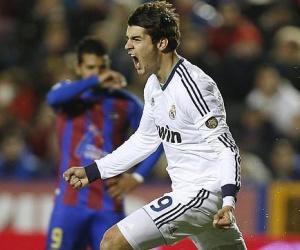 Álvaro Morata celebra el gol que dio la victoria al Real Madrid. Foto: AFP