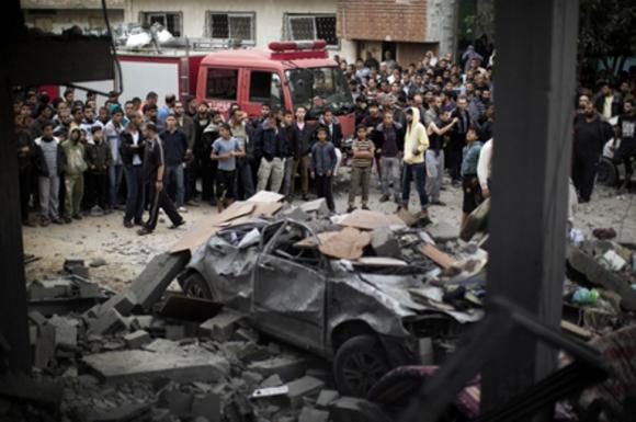 Aunque hasta el momento la 'operación antiterrorista' de Israel en la Franja se limita a ataques aéreos y de artillería, el Gobierno planea aumentar hasta 75.000, es decir en 2,5 veces, los reservistas movilizados, para emprender una posible intervención terrestre. Foto: AFP / Marco Longari