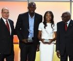Usain Bolt y Allison Felix, los mejores del mundo en 2012. A su lado el Príncipe Alberto de Mónaco (junto a Bolt) y Lamine Diack, Presidente de la IAAF (junto a Felix)