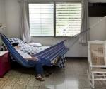 Hace poco, en su casa de Managua. Foto: Daniel Mordzinski.