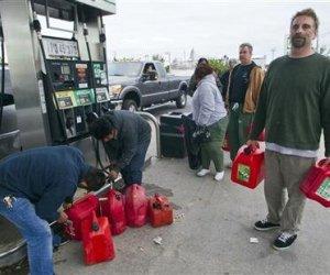 La escasez de gasolina en Nueva Jersey y en municipios cercanos maltratados por el paso de Sandy provocó que la gente tuviera que hacer largas colas y hubiera algunas peleas.