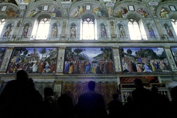 De izquierda a derecha, los frescos de Botticelli, Ghirlandaio y Rosselli. Foto: Reuters.