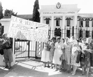 Madres protestan frente a la ESMA. 1987.