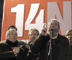 Los Secretarios Generales de CCOO y UGT, Ignacio Fernández Toxo y Cándido Méndez en la Puerta del Sol en Madrid.