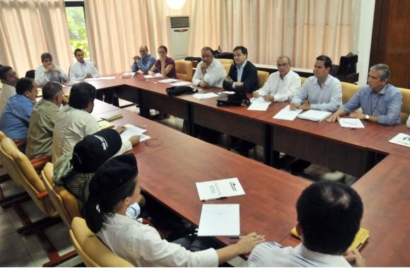 Mesa de negociaciones. Foto: Omar Nieto.