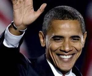 Barack Obama es reelegido como presidente de los Estados Unidos. Saluda a una multitud que lo vitorea