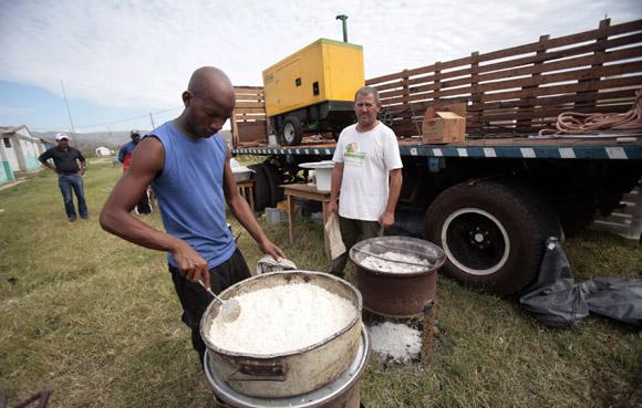 Brigada del plan citricola de Matanzas presta ayuda en organoponicos santiagueros. Foto: Ismael Francisco/Cubadebate.