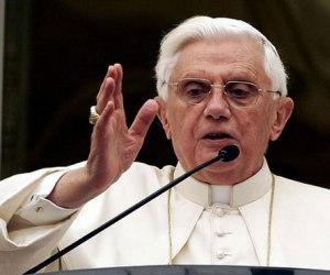 Papa Benedicto XVI apartó del sacerdocio a cerca de 400 sacerdotes por pederastia