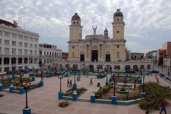 El parque de Céspedes de Santiago de Cuba después del desvastador huracán Sandy, noviembre de 2012.AIN FOTO/Miguel RUBIERA JUSTIZ