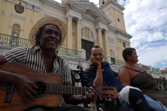 SANTIAGO DE CUBA-EL PARQUE CESPEDES DESPUES DEL HURACAN SANDY