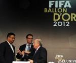 De izquierda a derecha, Ronaldo, el entrenador Capello y Blatter, titular de FIFA.