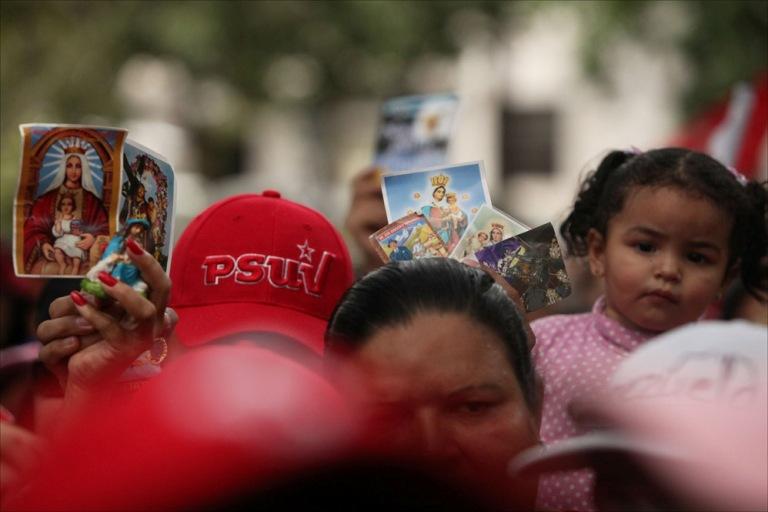 Venezolanos muestran su apoyo a Chávez. FOTO: Emilio Guzmán/AVN