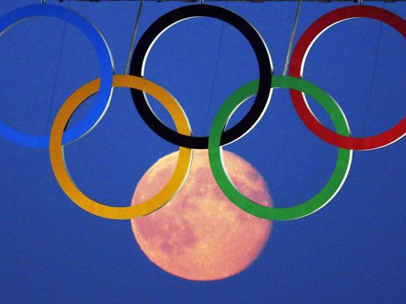 """Londres: Un """"capricho lunar"""" durante los Juegos Olímpicos. Foto: REUTERS/Luke MacGregor."""