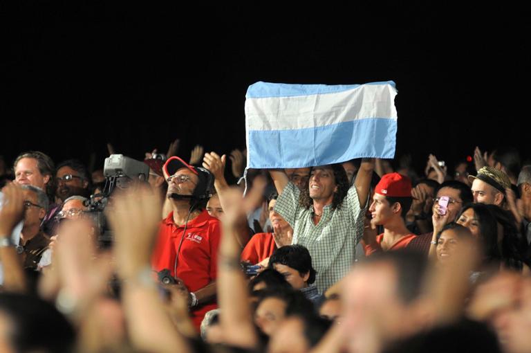 Público asistente al concierto del l músico argentino, Fito Páez, celebrado en el teatro Karl Marx en La Habana, Cuba, el 5 de diciembre de 2012. FOTO: Abel Ernesto/AIN