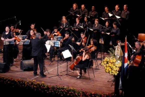 Concierto Misa Cubana, del reconocido compositor cubano José María Vitier, en el Teatro Tunas, el 11 de diciembre de 2012, como parte de una gira que comenzó el autor por varias localidades del oriente del país. Foto: Yaciel Peña/AIN.