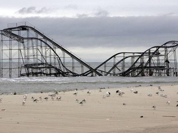 EEUU: El huracán Sandy se ensañó con esta montaña rusa en Nueva Jersey. Foto: REUTERS/Tom Mihalek.