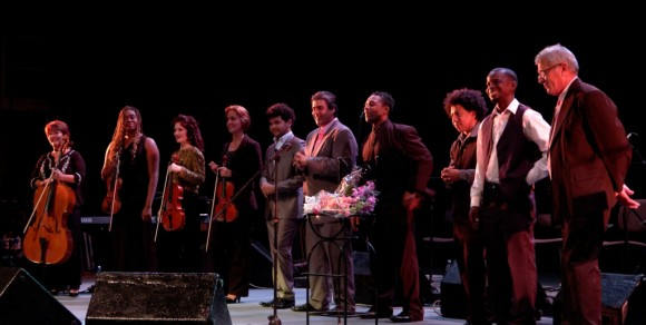 Músicos acompañantes de Ivette Cepeda en el concierto de fin de año en el Teatro Mella. Foto Daylén Vega/Cubadebate
