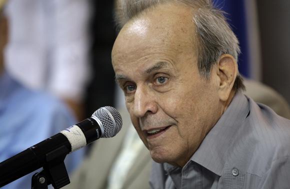 Ricardo Alarcon, presindente del parlamento cubano,participa en encuentro de artistas e  itelectuales cubanos, en favor de la libertad, de los cinco cubanos presos en Estados Unidos. Foto: Ismael Francisco/Cubadebate.