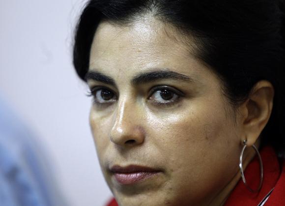 Adriana Pérez, esposa de Gerardo Hernández, cubano preso en Estados Unidos, participa en el encuentro de artistas e itelectuales cubanos, por la Libertad de los Cinco. Foto: Ismael Francisco/Cubadebatet.