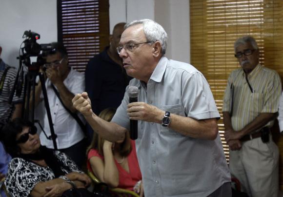 Eusebio Leal,  interviene en encuentro  de artistas e itelectuales cubanos, por la Libertad de los Cinco. Foto: Ismael Francisco/Cubadebate.