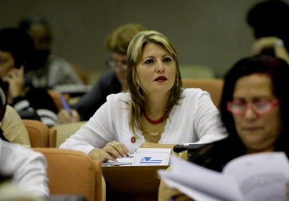 Diputada cubana durante las sesiones de trabajo durante la VII Legislatura de la Asamblea Nacional