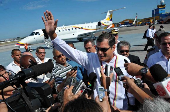 Rafael Correa llega a La Habana para solidarizarse con Hugo Chávez Foto: Ricardo López Hevia
