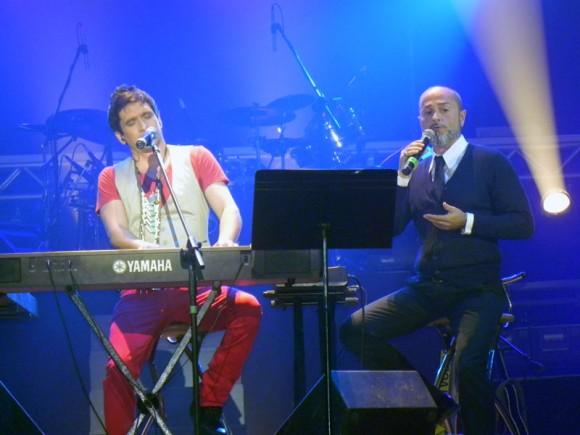 """David Blanco con el tenor italiano Dario Balzanelli en el Concierto """"El nuevo mundo"""" en el Teatro Karl Marx, 22 de diciembre de 2012. Foto: Marianela Dufflar/Cubadebate"""