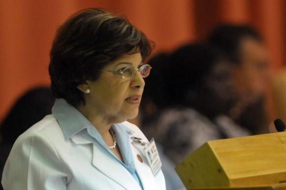 Lina Pedraza, titular del Ministerio de Finanzas y Precios, interviene durante el 10mo Periodo Ordinario de Sesiones de la Séptima Legislatura de la Asamblea Nacional del Poder Popular, en el Palacio de las Convenciones, en La Habana, Cuba, el 13 de diciembre de 2012.  AIN FOTO/Marcelino VÁZQUEZ HERNÁNDEZ