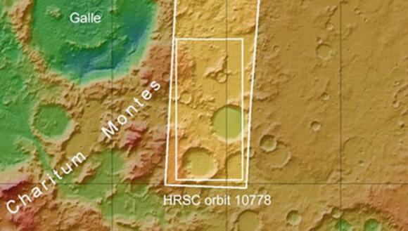 Las fotografías muestran la primera capa de hielo de dióxido de carbono en la región de Charitum Montes, una cadena de montañas que se extiende 1000 kilómetros. Se encuentra cerca del cráter Gale, donde lleva a cabo su misión el explorador Curiosity. Foto: ESA