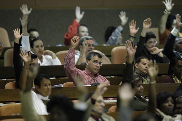 Diputados a la Asamblea Nacional, acuerdan mandar mensaje de solidaridad con Hugo Chavez y el pueblo de Venezuela. Foto: Ismael Francisco/Cubadebate.