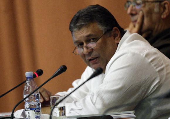 Marino Murillo, vice presidente del consejo de ministros, informa sobre la marcha del proceso de implementación de los acuerdos del VI congreso del PCC. Foto: Ismael Francisco/Cubadebate.