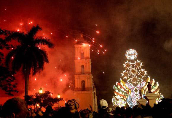 http://www.cubadebate.cu/wp-content/uploads/2012/12/parrandas02.jpg