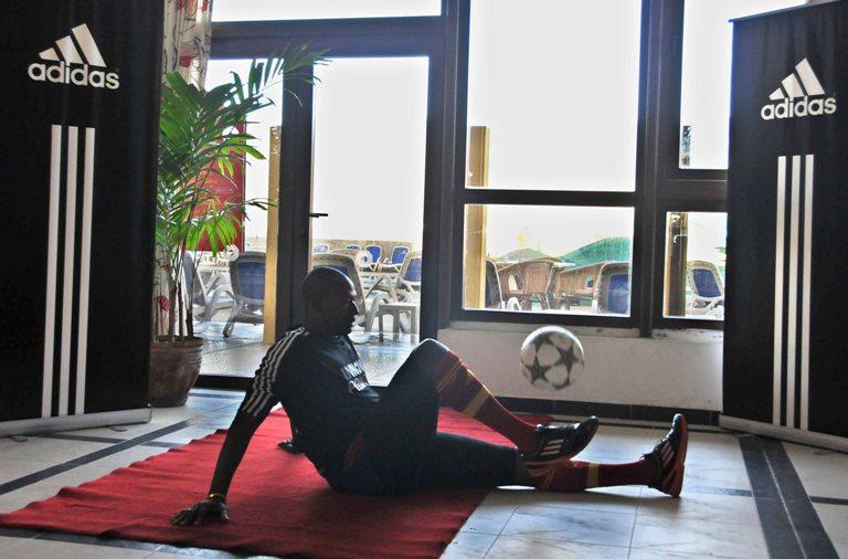 Los glúteos y la espalda baja son las partes del cuerpo que más sufren en la posición de sentado. FOTO: Ricardo López Hevia