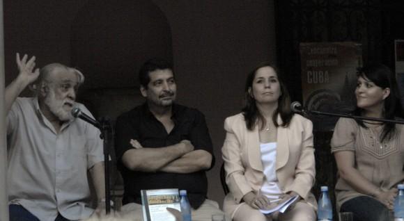 De izquierda a derecha, Daniel Chavarría, Iroel Sánchez, Rosa Miriam Elizalde y Diana Lio. Foto: Daylen Vega