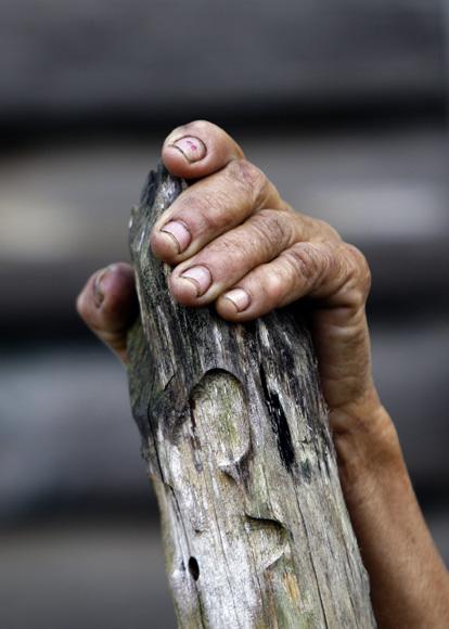 Las manos de una Cenaguera,  Santo Tomás. Foto: Ismael Francisco/Cubadebate.