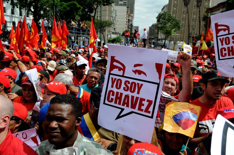Venezolanos se concentraron en los alrededores de Miraflores para apoyar al presidente Hugo Chávez. FOTO:Xinhua