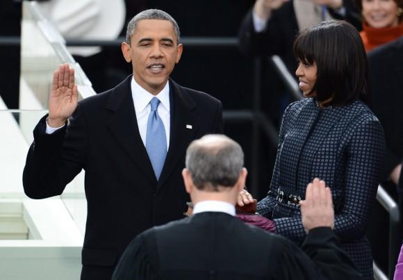 Obama jura su cargo durante la 57 ceremonia de toma de posesión. Foto: AFP.