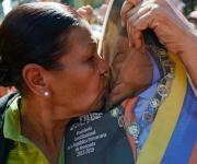 Miles de venezolanos se concentraron en los alrededores de Miraflores para apoyar al presidente Hugo Chávez. FOTO: Reuters