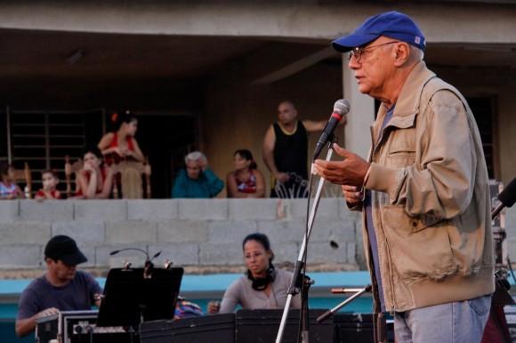 """Víctor Casaus, """"un compañero de tropa en esta aventura"""", dijo Silvio. Foto: Alejandro Ramírez Anderson."""