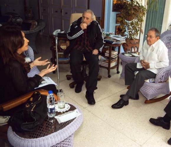 Encuentro entre Cristina Fernández, Raúl y Fidel.