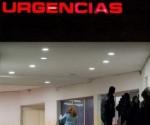 Exterior del hospital Carlos Haya de Málaga, donde un hombre de 57 años se quemó a lo bonzo este miércoles. / Daniel Pérez (efe)
