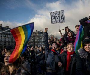 manifestación en París por derechos de homosexuales